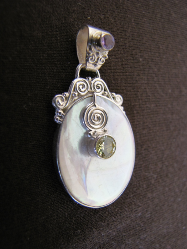 Silver Mother of Pearl Pendant